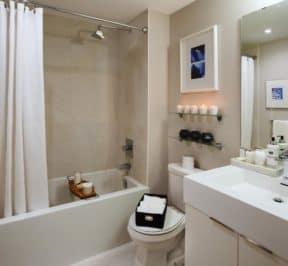 Kip District 2 - Suite Bathroom